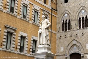 Sallustio Bandini, Piazza dei Salimbeni, Siena