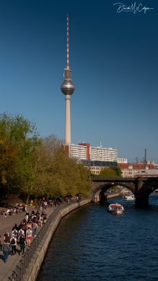 Berliner Fernsehturm (TV Tower) and the River Spree